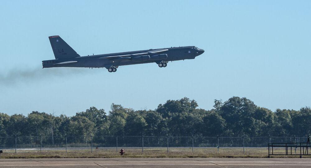 Strategiczny bombowiec B-52 Stratofortress podczas ćwiczeń Global Thunder 17