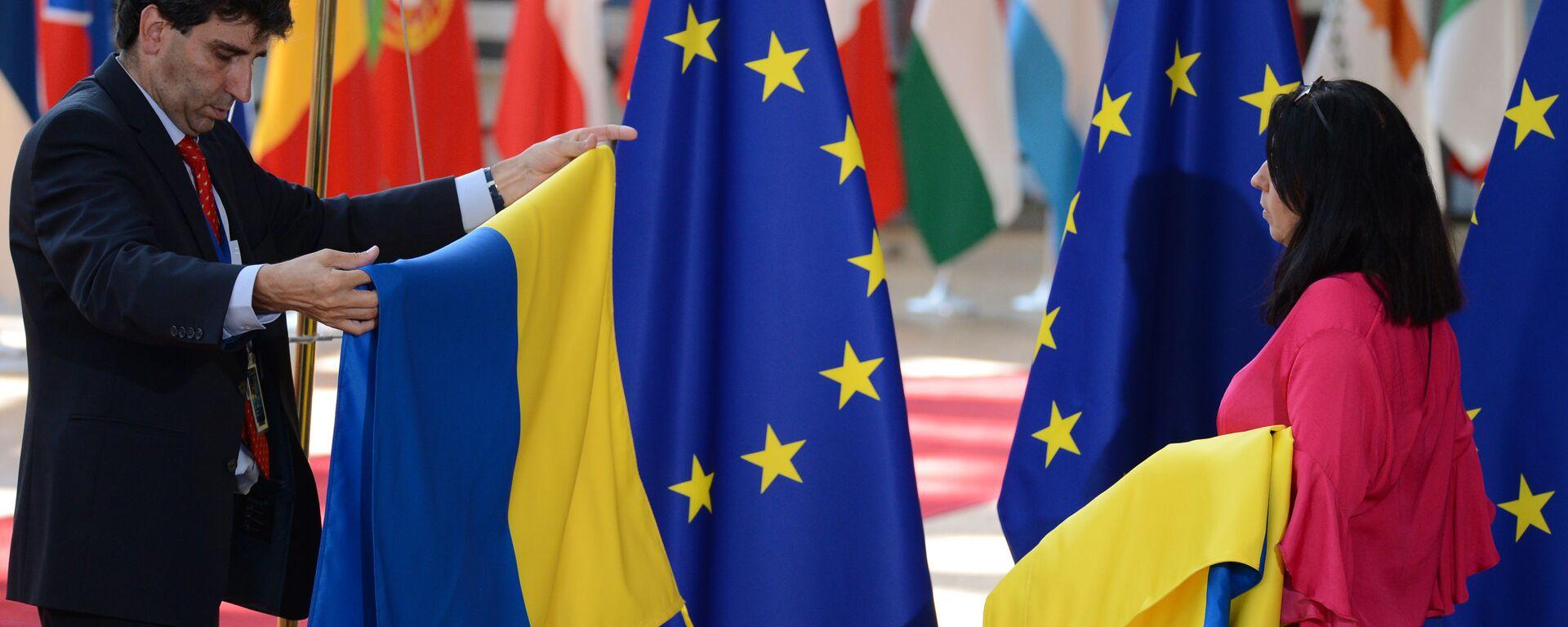 Flagi UE i Ukrainy - Sputnik Polska, 1920, 11.09.2021