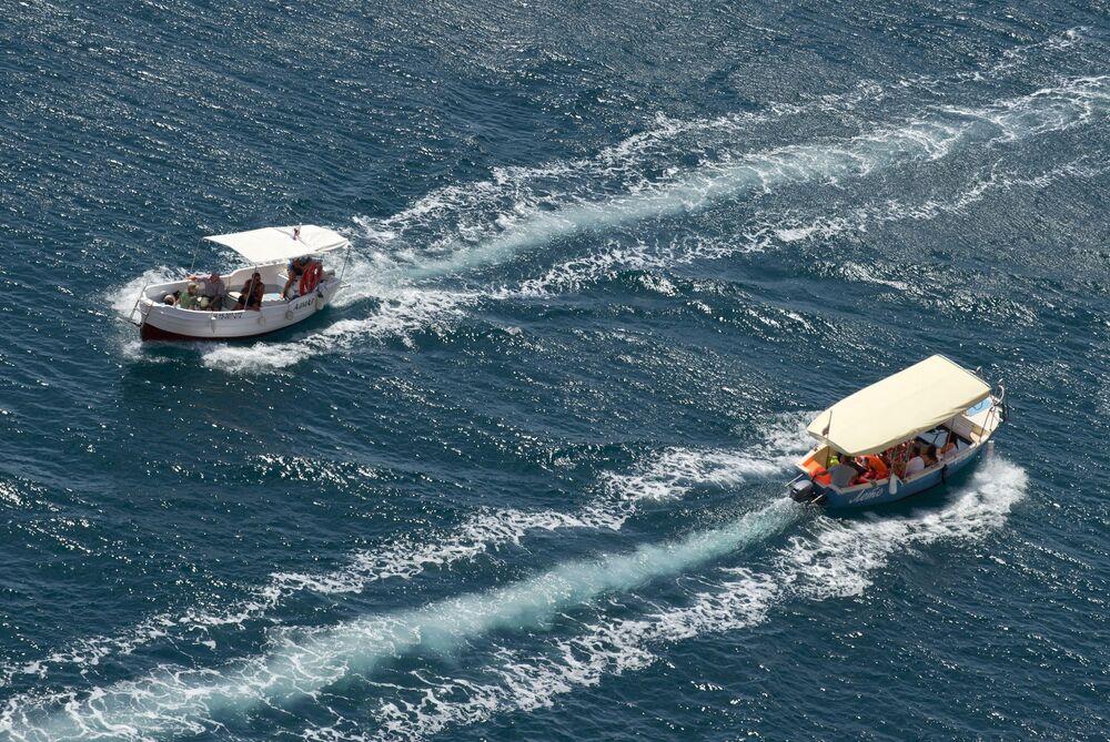 Statki wycieczkowe pływają po Morzu Czarnym w Bałakławie