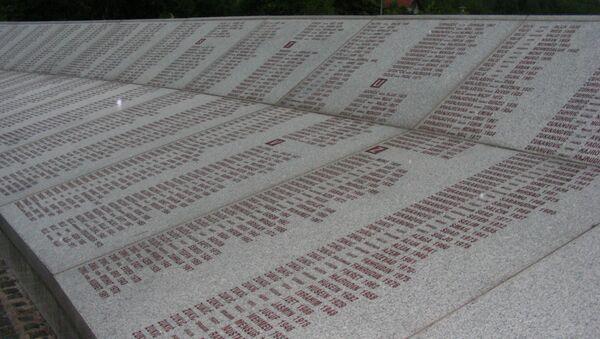 Pomnik ofiar masakry w Srebrenicy w Potočarach - Sputnik Polska