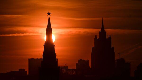 Kreml o zachodzie słońca - Sputnik Polska