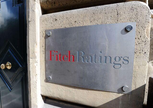 Tabliczka przy wejściu do agencji ratingowej Fitch Ratings