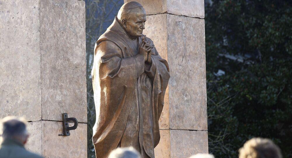 Rzeźba Jana Pawła II dłuta Zuraba Cereteliego we francuskiej Bretanii