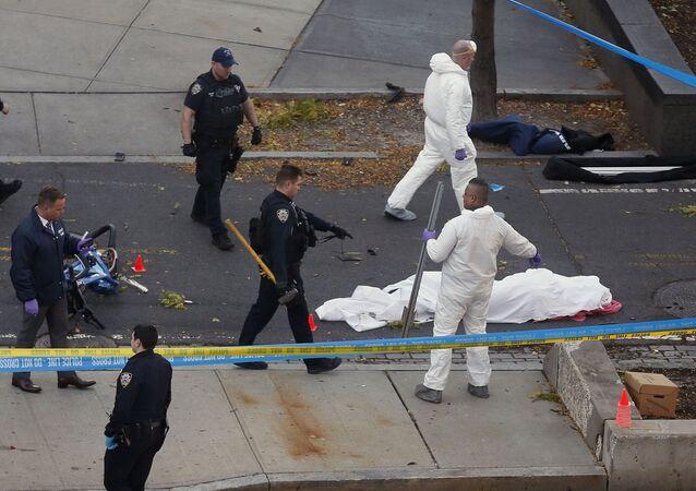 Policja i śledczy na miejscu ataku terrorystycznego w Nowym Jorku