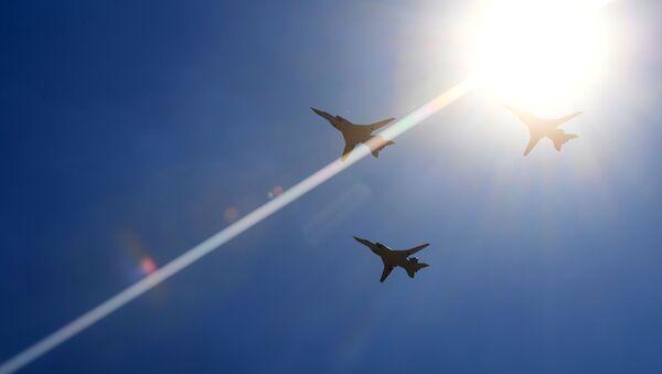 Naddźwiękowe bombowce rakietowe dalekiego zasięgu Tu-22M3 podczas parady powietrznej na festiwalu lotniczym Forsage-2017 - Sputnik Polska