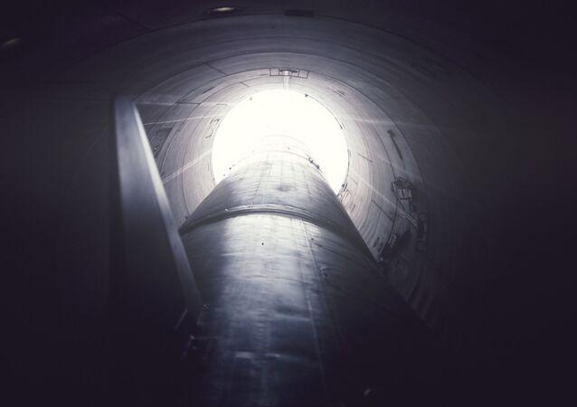 Rakieta w podziemnym silosie