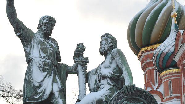 Pomnik Minina i Pożarskiego na Placu Czerwonym w Moskwie - Sputnik Polska
