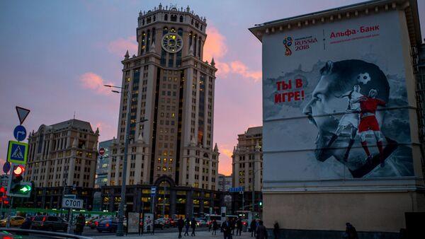 Graffiti przedstawiające piłkarzy na fasadzie domu. Moskwa - Sputnik Polska