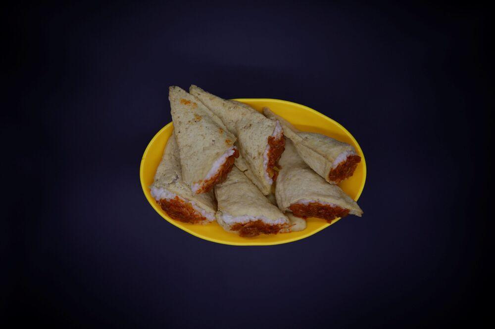 Północnokoreańskie danie o nazwie injogogi-bab, co oznacza ryż z białkiem roślinnym.