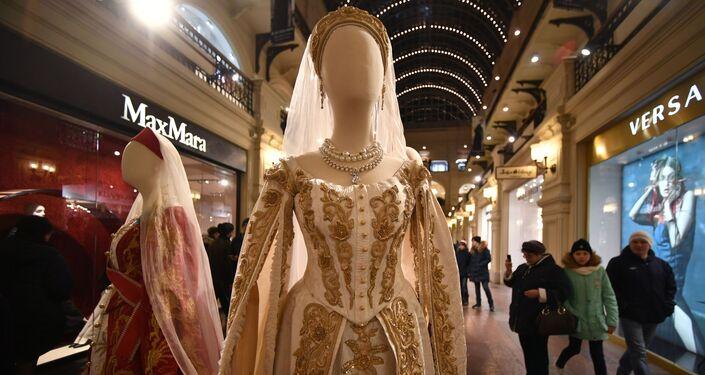 Wystawa kostiumów z filmu Matylda w moskiewskim GUM-ie