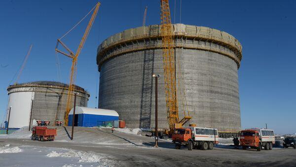 Zbiorniki do przechowywania skroplonego gazu ziemnego w porcie Sabetta w Jamalsko-Nienieckim Okręgu Autonomicznym - Sputnik Polska