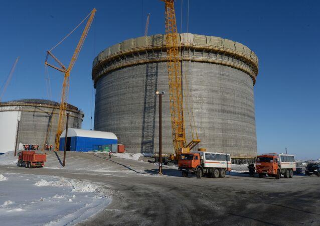 Zbiorniki do przechowywania skroplonego gazu ziemnego w porcie Sabetta w Jamalsko-Nienieckim Okręgu Autonomicznym