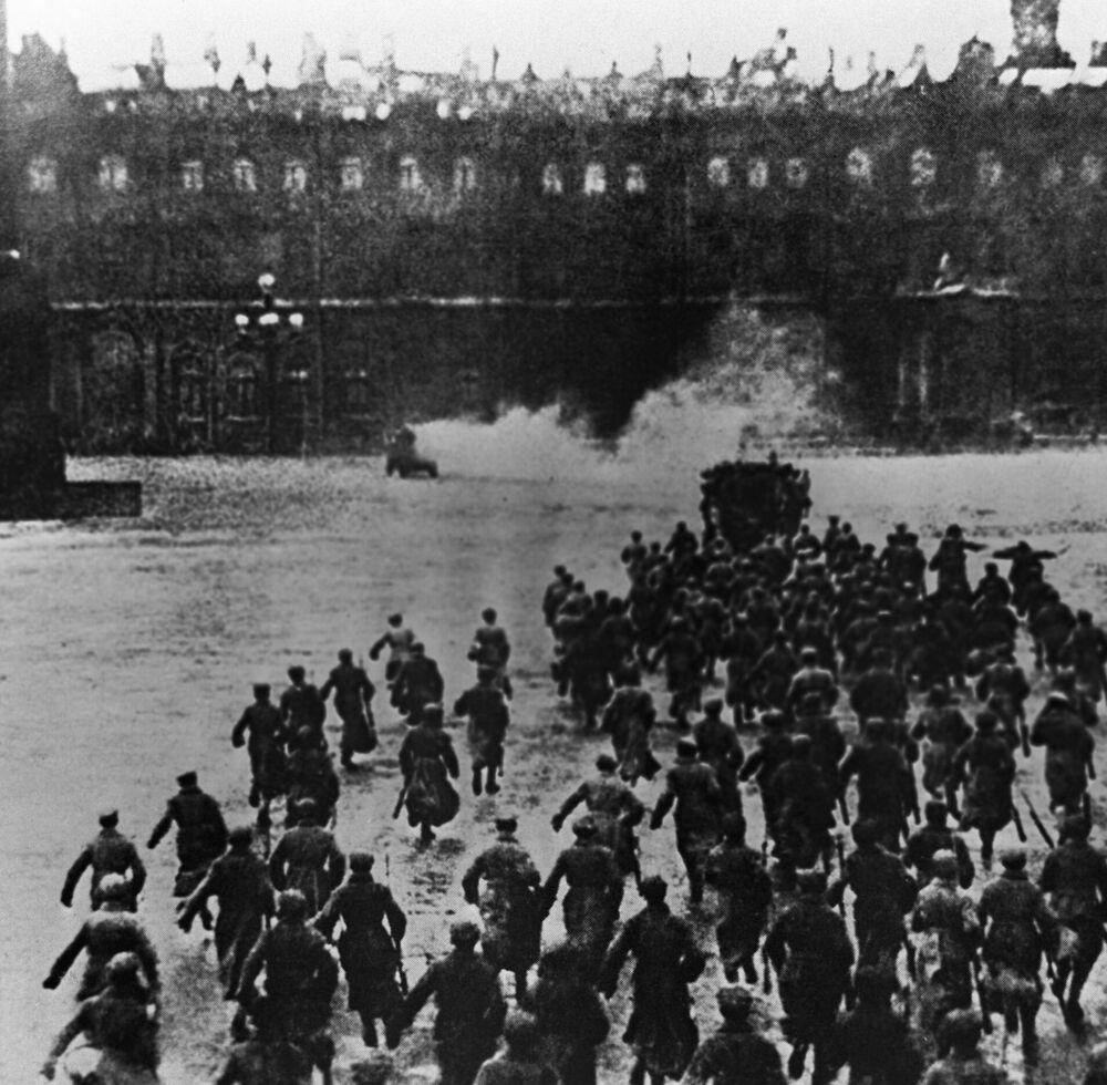 Archiwalne fotografie rewolucji październikowej, Piotrogród 1917