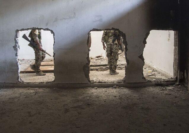 Wojskowi sojuszu sił syryjskiej opozycji zbrojnej wspieranego przez amerykański rząd. Zdjęcie archiwalne