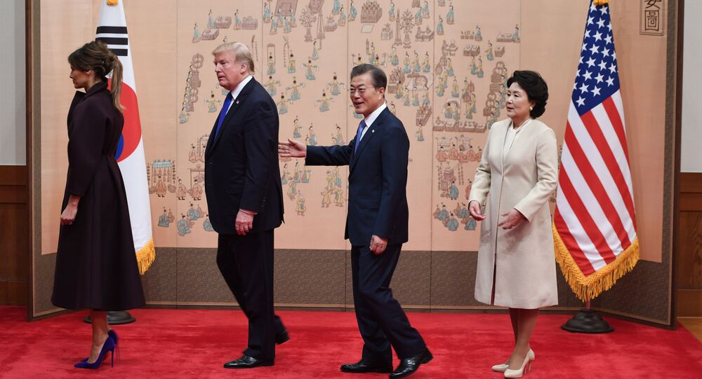 Prezydent USA Donald Trump i prezydent Republiki Korei z żonami w Seulu