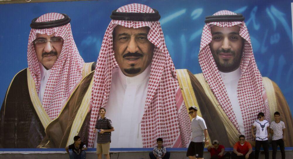 Billboard przedstawiający króla Arabii Saudyjskiej i dwoje książąt, Taif, Arabia Saudyjska