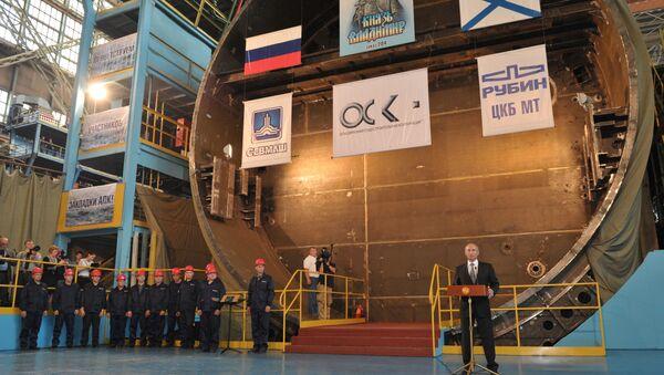 """Prezydent Rosji Władimir Putin podczas uroczystości ustanowienia strategicznego okrętu podwodnego """"Książę Włodzimierz"""" - Sputnik Polska"""