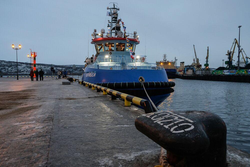 Przybycie holownika lodołamacza Juribej do Murmańska