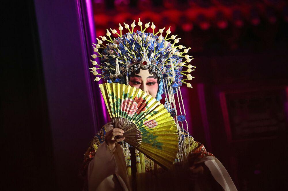 Artystka tradycyjnej chińskiej opery podczas występu dla pary prezydenckiej USA