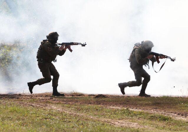 Ukraińscy wojskowi w czasie ćwiczeń