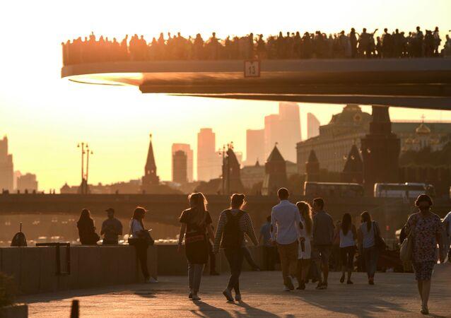 Most w parku Zarjadje. Moskwa