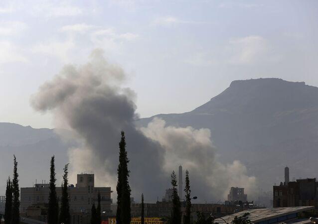 Samoloty koalicji zbombardowały budynek resortu obrony w Sanie