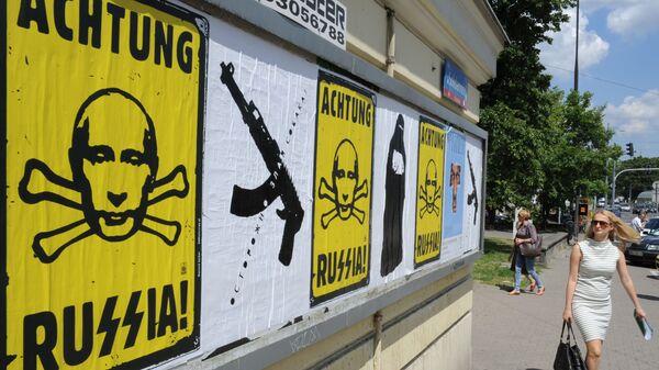 Plakaty antyrosyjskie w Warszawie - Sputnik Polska