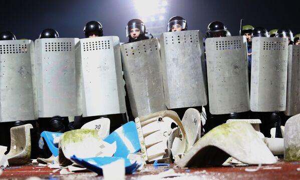 Starcia kibiców z funkcjonariuszami policji na stadionie w Jarosławiu. 2013. - Sputnik Polska
