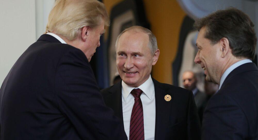 Putin i Trump w przerwie spotkania roboczego na szczycie APEC