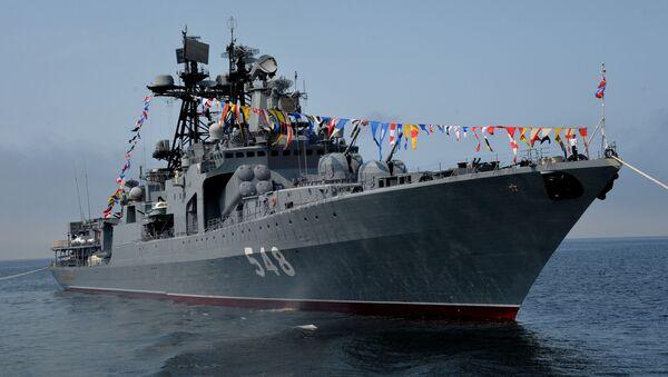 """Duży okręt do zwalczania okrętów podwodnych """"Admirał Pantelejew"""" podczas cumowania w porcie we Władywostoku - Sputnik Polska"""