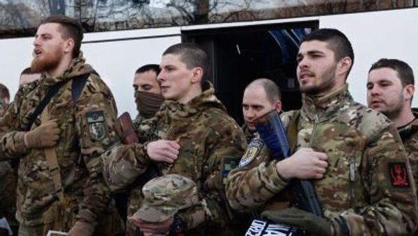 Bojownicy batalionu Sicz przed wyjazdem do Donbasu - Sputnik Polska