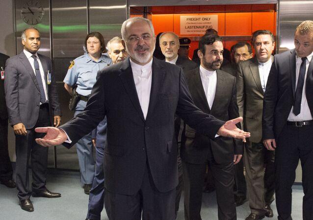 Minister spraw zagranicznych Iranu Dżawad Zarif na rozmowach w Wiedniu