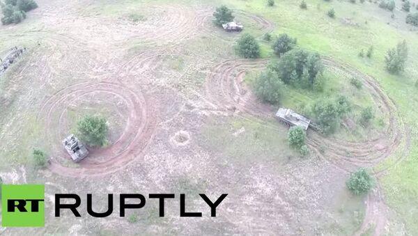 Dron nagrał najnowszą rosyjską technikę wojskową w akcji - Sputnik Polska