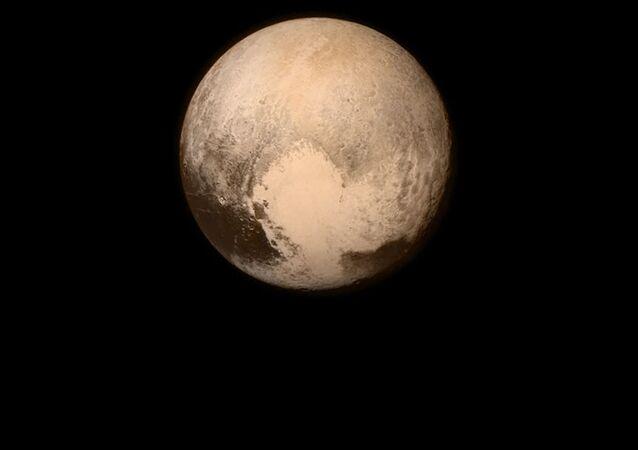 Zdjęcie Plutona z pokładu automatycznej stacji międzyplanetarnej NASA New Horizons