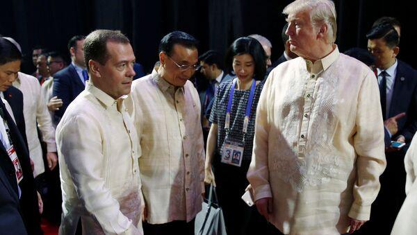 Premier Rosji Dmitrij Miedwiediew i prezydent USA Donald Trump na kolacji z okazji 50-lecia ASEAN w Manili - Sputnik Polska