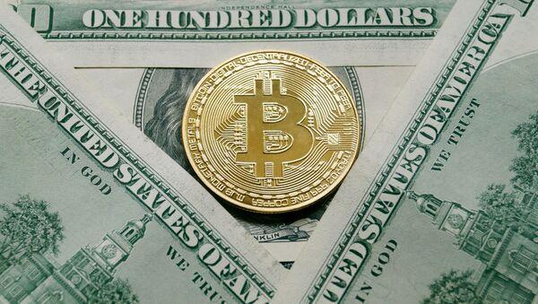 Bitcoin i dolary - Sputnik Polska