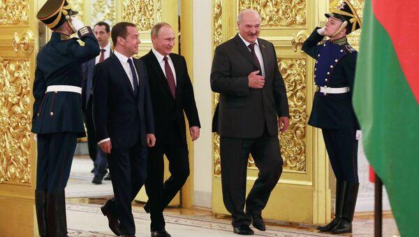 Aleksander Łukaszenka, Dmitrij Miedwiediew i Władimir Putin - Sputnik Polska