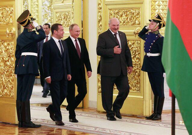 Aleksander Łukaszenka, Dmitrij Miedwiediew i Władimir Putin