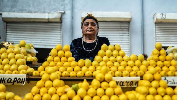 Sprzedaż cytryn na targu - Sputnik Polska