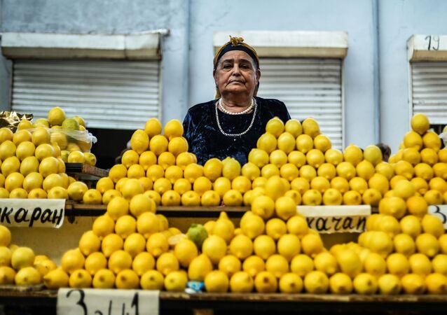 Sprzedaż cytryn na targu