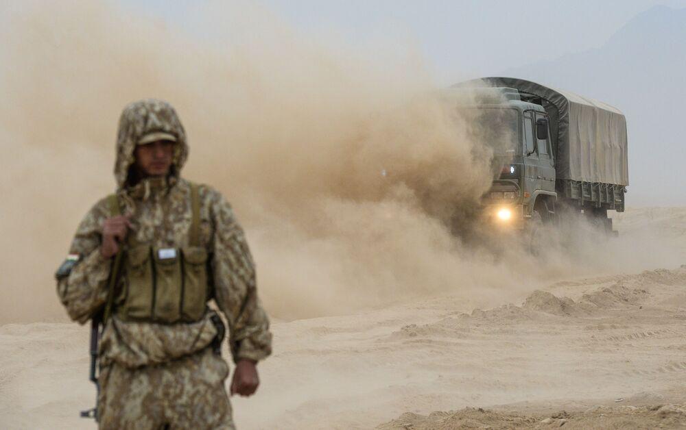 Antyterrorystyczne ćwiczenia Kolektywnych Sił Szybkiego Reagowania (KSOR) państw członkowskich OUBZ na poligonie Harbmaydon w Tadżykistanie