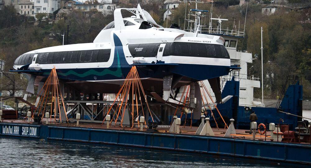 """Pierwszy morski wodolot pasażerski nowej generacji """"Kometa 120M"""" przybył z Rybińska do Sewastopolu"""