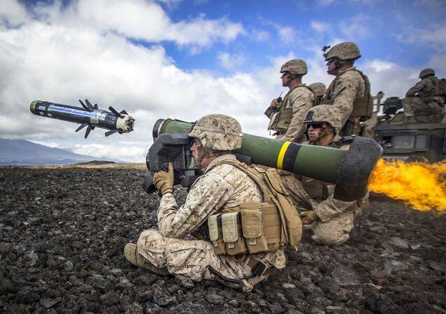 Amerykanscy żołnierze z kompleksem Javelin