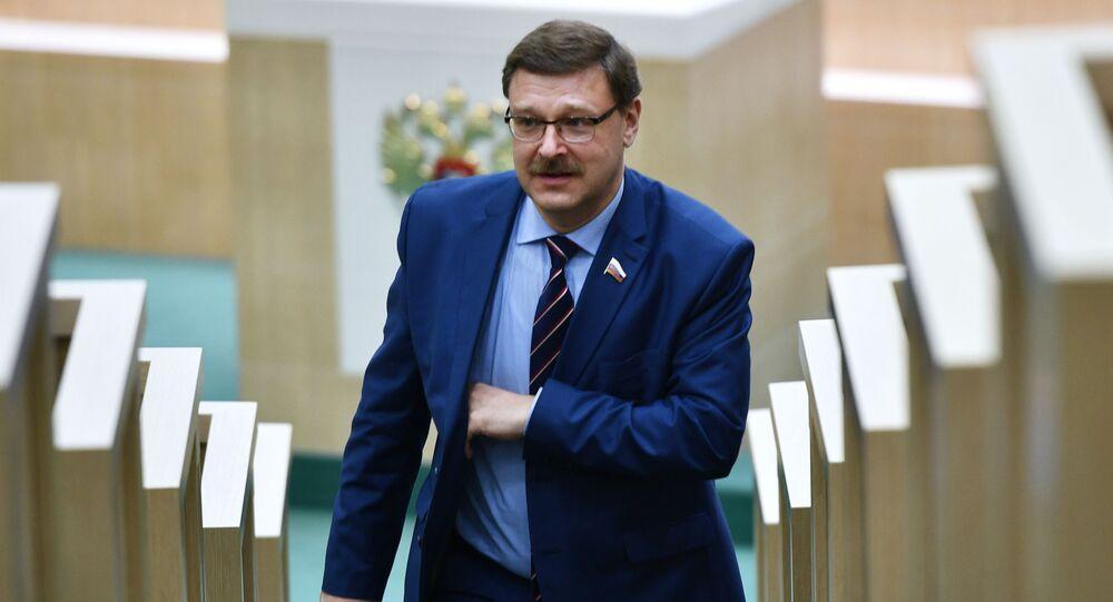 Przewodniczący Komisji do Spraw Międzynarodowych Rady Federacji Konstantin Kosaczow na posiedzeniu Rady Federacji