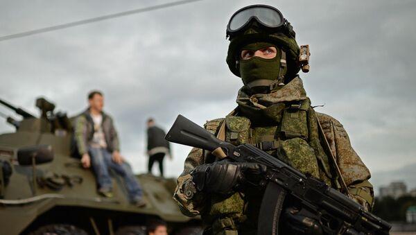 Żołnierz na festiwalu Armia Rosji w Moskwie - Sputnik Polska