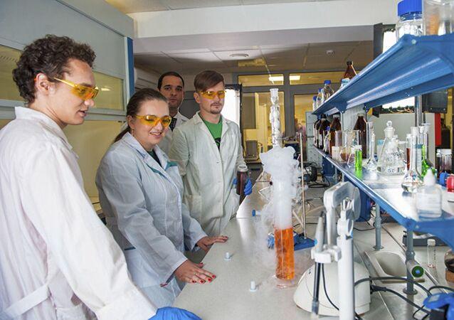 Pracownicy laboratorium Biomedyczne Materiały (Rosja) pracują nad magnetycznymi nanocząsteczkami