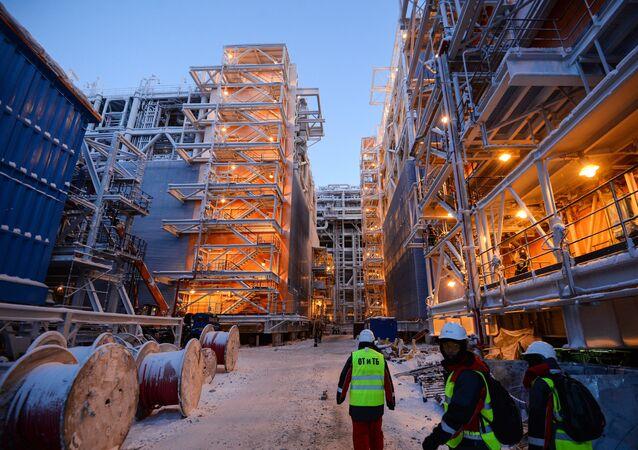 Budowa przetwórni gazu LNG na Jamale