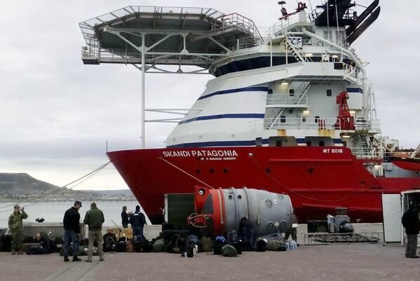 """Amerykańscy marynarze biorący udział w poszukiwaniach zaginionego okrętu podwodnego """"San Juan"""", Argentyna - Sputnik Polska"""