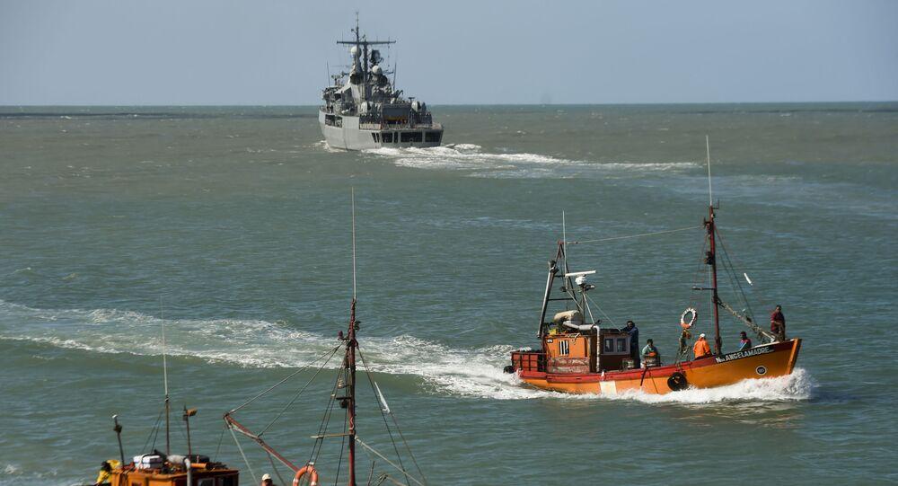 """Niszczyciel argentyńskiej marynarki wojennej Sarandi bierze udział w poszukiwaniach zaginionej łodzi podwodnej """"San Juan"""""""