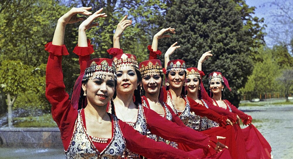 Zespół tańca z Uzbekistanu